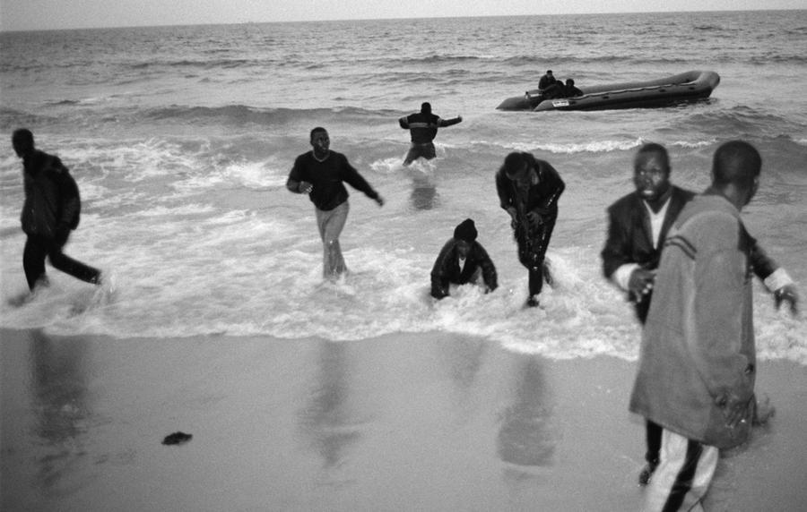 GoNoGo, Immigrants, Spain