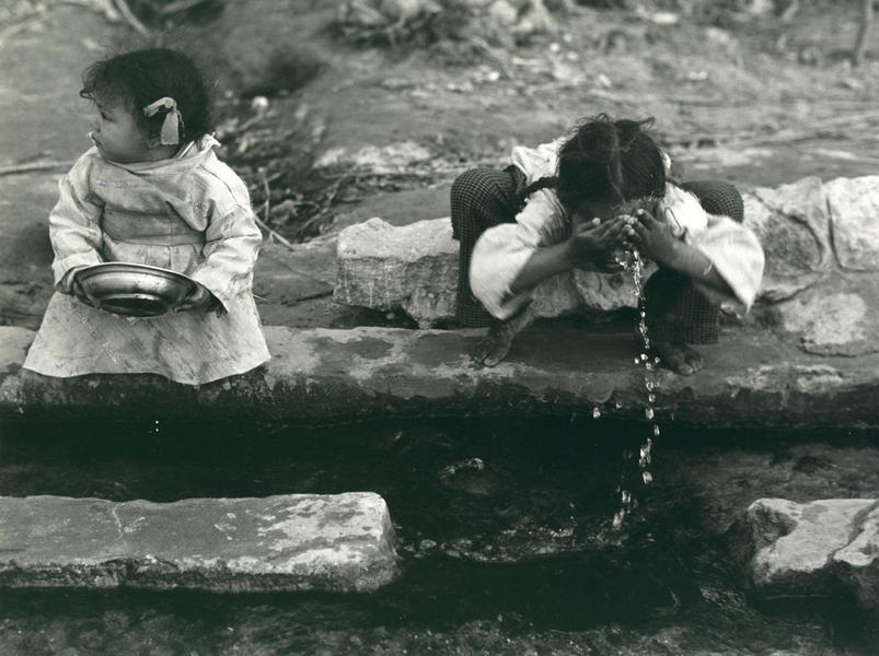 CHILDREN WASHING, Kahmesa Village, Egypt 1991