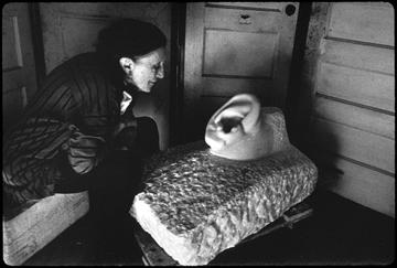 Louise Bourgeois with To fall on deaf ears, 1991.