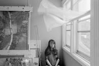 Autoportrait au rideau