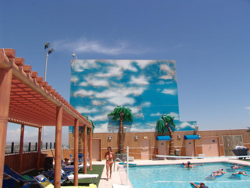 Vegas, Swimming Pool