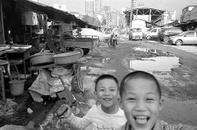 Changsha 2012 - Children playing with a pastic gun