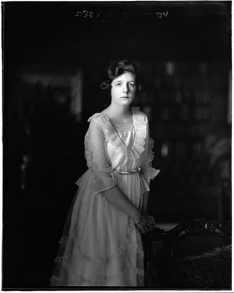 Miss Anna Cowan, Montreal, 1920, WmNotman&Son