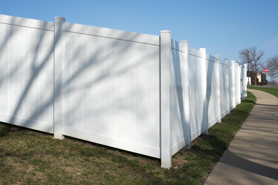 White privacy fence, 2016